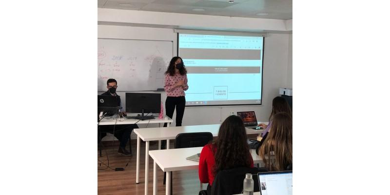 Mireia Estepa during the talk at the IMEP (Mediterranean Institute for Protocol Studies)
