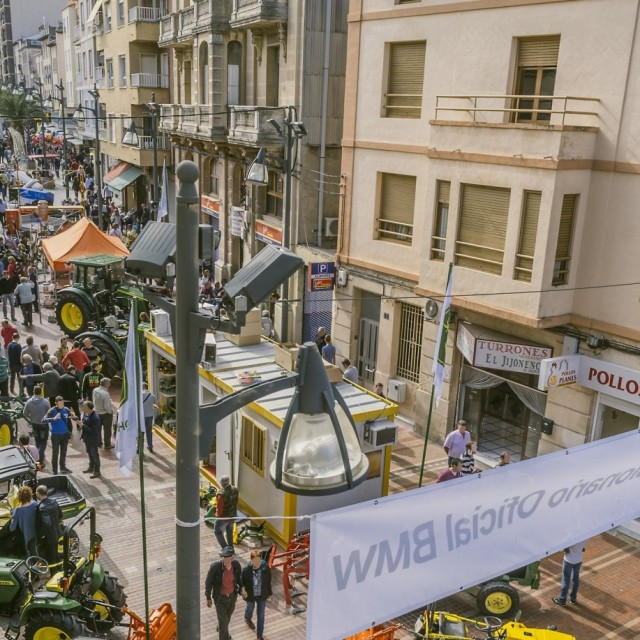 Cocentaina works in a face-to-face format on several weekends for the celebration of the 675th edition of the Fira